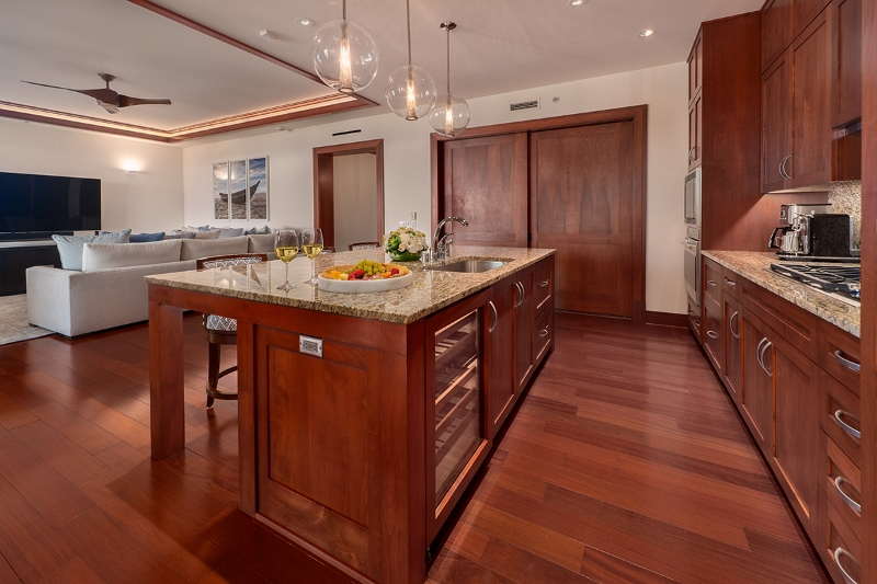 14-pacificpearl5401_kitchen3-800x533