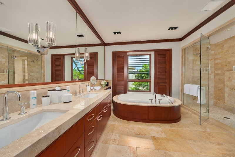 23-pacificpearl5401_master-bath-800x533