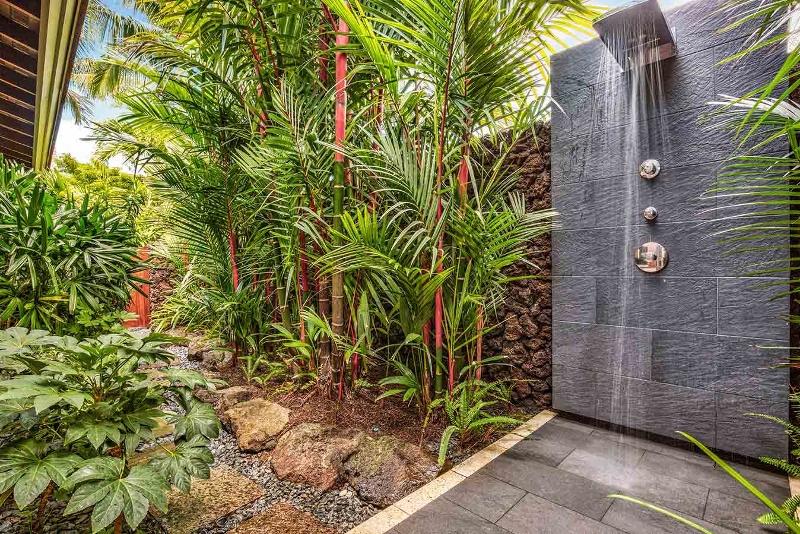 25-kahua-estate_master-outdoor-shower-800x534
