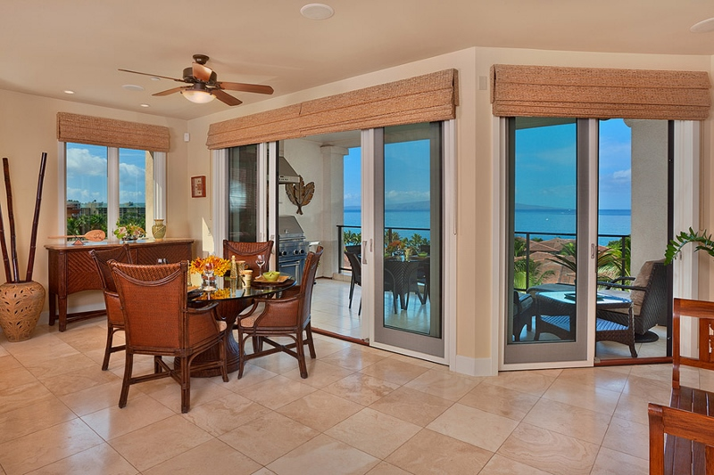 4-grand-seascape-k407_indoor-dining-and-lanai-800x533