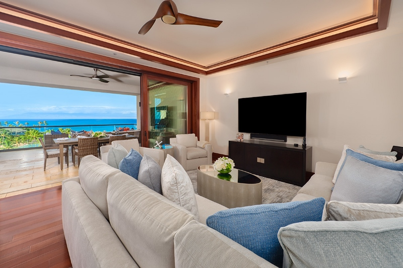 9-pacificpearl5401_living1-800x533