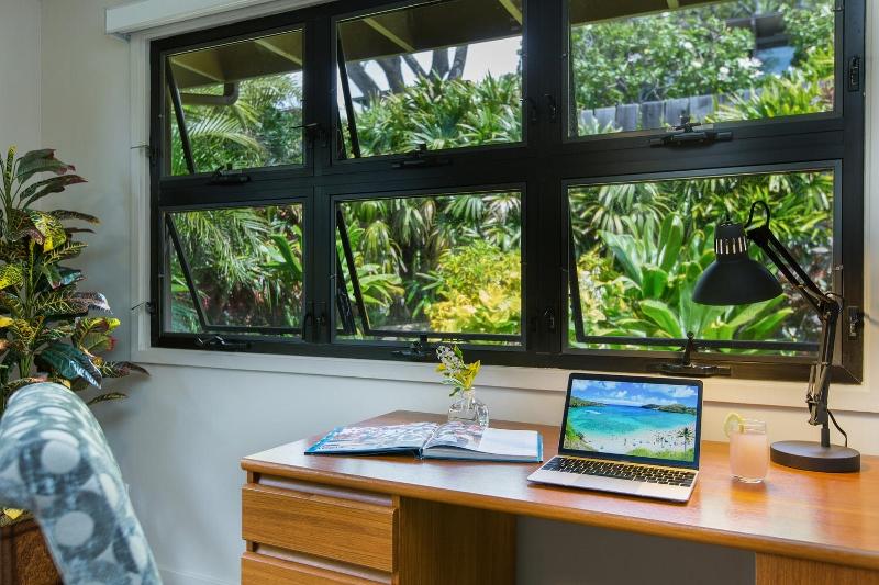 10-island-style-hale_bonus-living-office-garden2-800x533