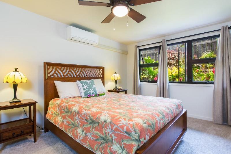 16-island-style-hale_bedroom4-800x533