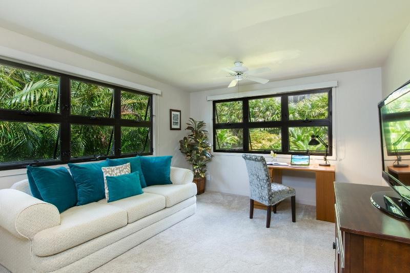 9-island-style-hale_bonus-living-office-garden-800x533