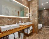 16-amorealoha813_master-bath1-800x533