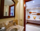 25-royal-ilima_half-bath-800x606