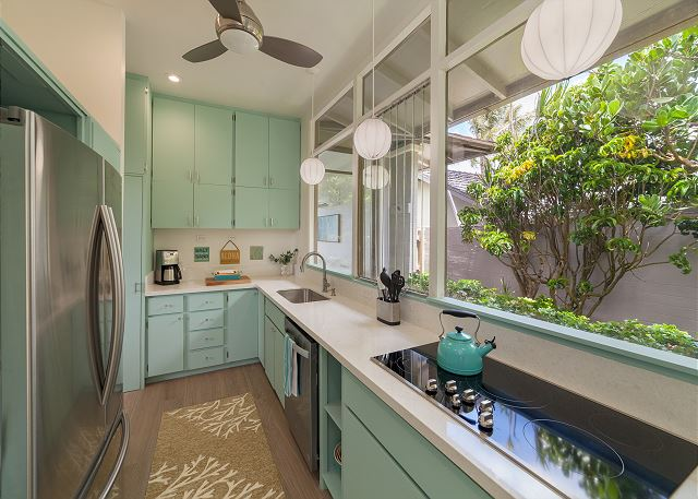17-pueohala_kitchen2