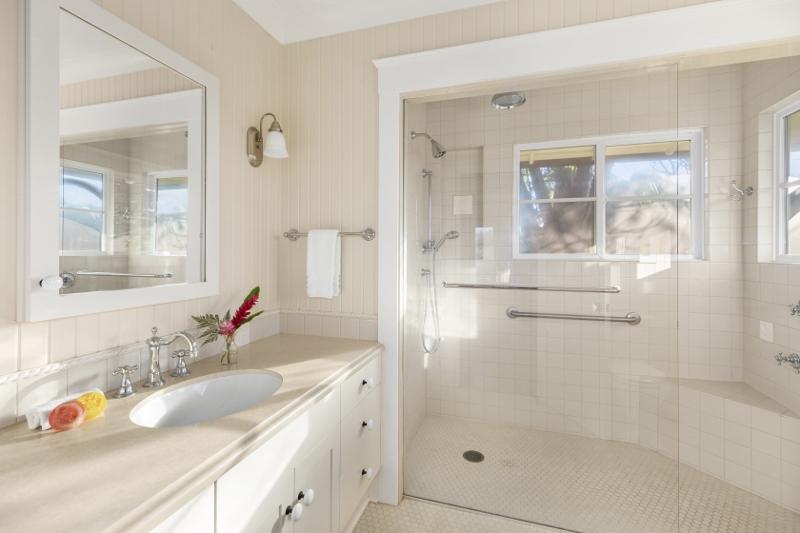 40-mele-manuku_cottage-bathroom1-800x533
