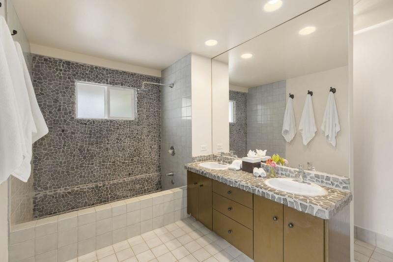 20-kahala-ohana_bedroom-3-bath-800x533